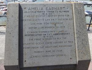 Amelia Earhart commemoration plaque