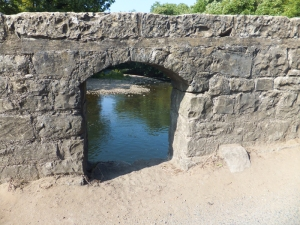 20 mile walk hole in the wall of the dipping bridge