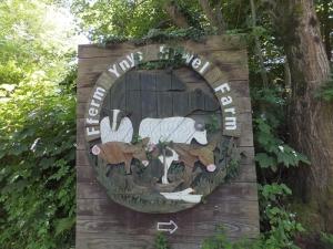 Mynydd Machen Ynys Hywel Farm sign