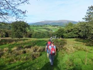 Descending to Cwm Onneu