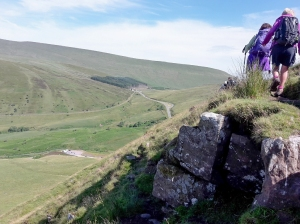 Rocky paths above Glyn Tarell valley