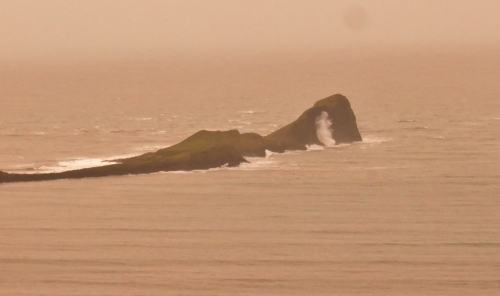 Big waves hit Worms Head