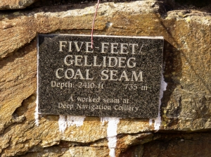 Monuments to coal seams in Deep Navigation