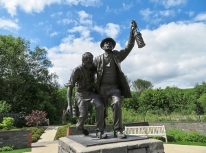 The sculpture injured miner and rescuer