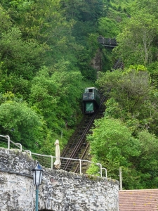 Water operated cliff railway