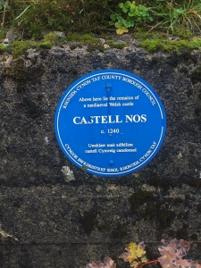 Blue plaque for Castell Nos